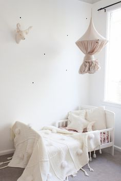How to Create Special Kids' Spaces with Canopies http://petitandsmall.com/creating-special-kids-spaces-canopies/