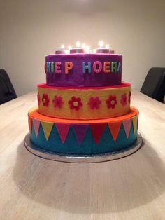 Verjaardagstaart! Happy Birthday Kids, Preschool Kindergarten, Color Tattoo, Diy For Kids, White Things, Cake, Creative, Desserts, Crafts