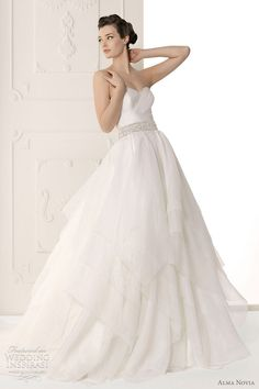 http://weddinginspirasi.com/2011/09/30/alma-novia-wedding-dresses-2012/ : alma novia wedding 2012 - Sutil bridal gown