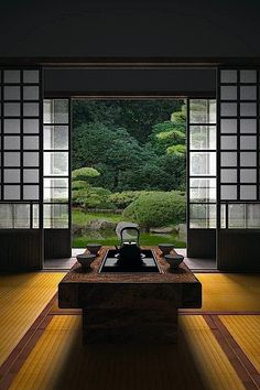 Japanese room, Washitsu 和室 I feel calmness just looking at this photo.  Imagine if this were your everyday view! #japanesegardens