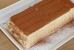 Tiramisu zonder ei en alcohol. Deze maak ik in een cakevorm, omdat dat mooi presenteert, maar je kunt hem ook maken in een gewone glazen ovenschaal, een springvorm of in wijnglazen/dessertglazen.