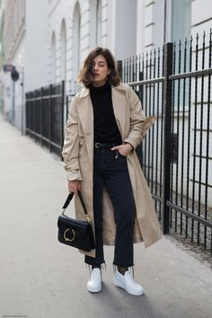 Trench Coat Outfit For Spring - FashionActivation - Trench Coat Outfit Best Picture For outfits Trench Coats, Khaki Trench Coat, Trench Coat Outfit, Trench Coat Style, Burberry Trench Coat, Women's Coats, Mode Outfits, Fashion Outfits, Sneakers Fashion