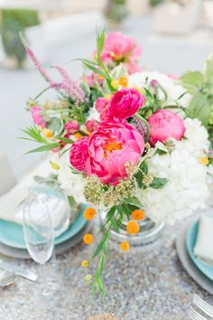 Gorgoeus florals - Photo by Allen Tsai Photography, Styled by Keestone Events, floral design by Bows and Arrows