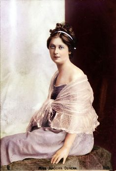 Isadora Duncan, founder of modern dance and author of the ground . Isadora Duncan, Paul Poiret, Ballerine Vintage, Blue Stockings, Mikhail Baryshnikov, Modern Dance, Photo Archive, Ballet Dance, Long Scarf