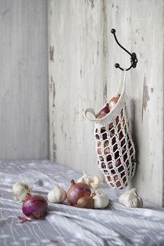 Grocery bag pattern in Finnish. Crochet Cross, Crochet Home, Love Crochet, Learn To Crochet, Knit Crochet, Macrame Patterns, Easy Crochet Patterns, Idee Diy, Crafty Craft