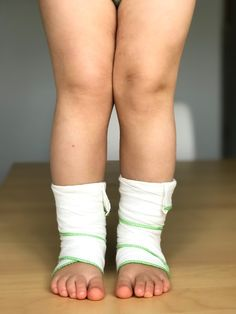 Wet wrap therapy can be very effective at providing huge relief for your child with moderate to severe eczema. Check out the article to find out how! #wet #wrap #therapy #eczema #remedies #valeyreut Eczema Causes, Severe Eczema, Eczema Remedies, How To Make Wraps, How To Find Out, Eczema Relief, Leg Warmers, To My Daughter, Therapy