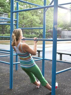 Save $ and cancel that gym membership! Try the Jungle-Gym Pull-Up and 5 more exercises to shape up at the playground. #fitness