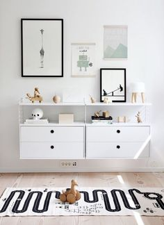 THIS RUGLove the Scandi schic monochrome kids bedroom style? You're going to need this must-have shopping list to get the look. black and white kids bedroom, monochrome nursery, modern home. Scandinavian Kids Rooms, Scandinavian Style, Scandi Chic, Nordic Style, Scandinavian Interior, Scandi Style, Stylish Baby Boy, Casa Kids, Baby Boy Nurseries
