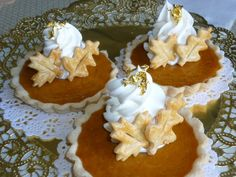 Mini pumpkin pies - A detailed and creative dessert idea for your guests #Thanksgiving #Fall
