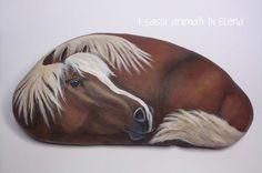 Elena Sanson Dipinti su sasso: Cavallo