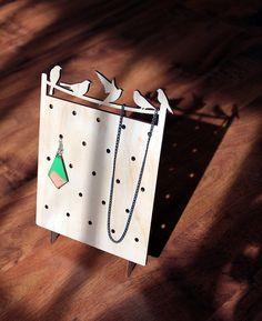 Stand de bijoux en bois organisateur affichage / minimaliste