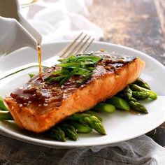 Honey Garlic Salmon - dinner on the table with 5 ingredients, 15 minutes!  BY: @Recipe_Tin • @Recipe_Tin - more on her blog www.recipetineats.com✨ . . . . . . . . . . . . . . . . . . . . . . . . . . . . . . . . . . Ingredients: Sauce 4 tbsp honey 2 tbsp soy sauce 2 tsp white vinegar (or sub with any other vinegar except balsamic) 2 garlic cloves, minced Salmon 2 salmon or trout fillets (6oz / 200g each) Olive oil Salt and pepper…
