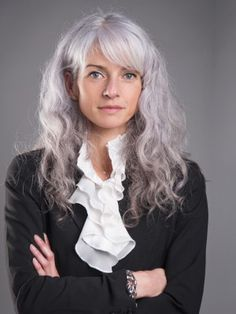 I hope when I get gray hair it's this beautiful silvery shade. I wouldn't color it either.