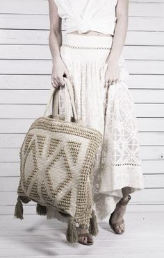 Love this large bag.  Anyone find the pattern?