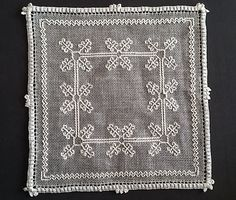 Dilvarosa: centro Caterina De' Medici Kasuti Embroidery, Beaded Embroidery, Black Work, Linens, Knots, Salons, Delicate, Quilts, Stitch