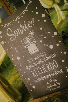 5 aspectos básicos a considerar antes de elegir la decoración del gran día. #Matrimoniocompe #Organizaciondebodas #Matrimonio #TipsNupciales #CaminoAlAltar #MatriPeru #BodaPeru #DecoracionDeMatrimonio #DecoracionConFloresParaBodas #CartelesParaMatrimonios #CartelesDeAmor Love Posters, Outdoor Weddings, Pictures