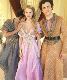 Game of Thrones: Indira Varma, Nell Tiger Free und Toby Sebastian (Foto über … - Christmas Deesserts Nell Tiger Free, I Love Cinema, Live Action, Indira Varma, Medici Masters Of Florence, Game Of Trone, Got Game Of Thrones, Game Of Thrones Dress, Game Of Thrones Cosplay