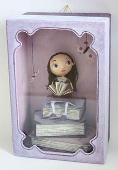 Une petite boîte personnalisée pour une demoiselle qui aime la lecture ;) ...  A small box for a young lady who loves reading ;) ...