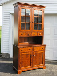 Tiger Maple Pennsylvania Stepback Cupboard or Hutch Southern Furniture, Amish Furniture, Primitive Furniture, Find Furniture, Custom Furniture, Antique Furniture, Prim Decor, Country Decor, Maple Cabinets
