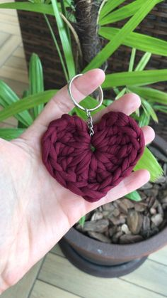 Crochet Lanyard, Crochet Keychain Pattern, Crochet Necklace, Easy Crochet Stitches, Crochet Patterns, Crochet Rings, Diy Crafts For Girls, Crochet Teddy, Crochet Handbags