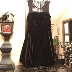 Adorable little black dress Never worn, adorable velvet black dress; Mesh top; Very Cute 👌🏻 sleeveless 👌🏻 Forever 21 Dresses