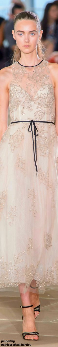 Sweet tea length by Monique Lhuillier Spring 2017 Fashion Spring, Fashion 2017, Fashion News, Runway Fashion, Amazing Dresses, Pretty Dresses, Beautiful Dresses, Grammy Outfits, Fancy Gowns