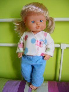 La biblioteca silvestre: Patrón traje casaca nenuco y enigma resuelto. Pijama Diy Toys Sewing, Sewing Dolls, Sewing For Kids, Diy For Kids, Baby Born, Vintage Dolls, Doll Patterns, Diy Clothes, Childhood Memories