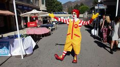 Ni Ronald McDonald se salva de los payasos - Telemundo Puerto Rico