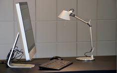 Die weltberühmte Tischleuchte Tolomeo Tavolo von Artemide ist auch in der Micro-Variante eine Stilikone und seit über 30 Jahren von keinem Schreibtisch mehr wegzudenken. Ein echter Klassiker eben. Foto: Prediger