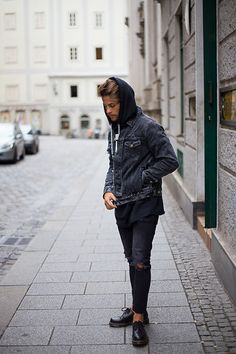 Dr. Martens Oxfords, Loom Jeans, Root Tattoo Sweater, Levi's® Jacket . Men's Look today