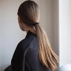 Look At This Article For The Best Beauty Advice. Beauty is essential to today's women. A beautiful woman has it easier in life. Bad Hair, Hair Day, Messy Hairstyles, Pretty Hairstyles, Hair Inspo, Hair Inspiration, Clavicut, Inspo Cheveux, Belle Hairstyle