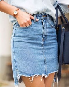 TREND ALERT <3 Pollera de jeans deshilachada y más corta adelante. La pueden encontrar en Zara <3