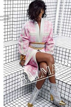 She's already teamed up with River Island and now it seems high end luxury brand 'Balmain' want a piece of RiRi. The songstress - Rihanna Balmain. Rihanna Mode, Moda Rihanna, Estilo Rihanna, Rihanna Style, Rihanna Fenty, Rihanna Fashion, Rihanna Boots, Fashion Foto, News Fashion