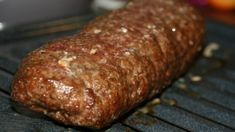 These tasty meatloaf Sandwiches are of Middle Eastern origin. Greeks, Turks, and Lebanese all lay claim to it. It has become a popular dish in Canada. Meatloaf Sandwich, Meat Sandwich, Meat Loaf, Sandwich Recipes, Greek Sandwich, Donair Meat Recipe, Donair Sauce, Sloppy Joe, Sandwiches