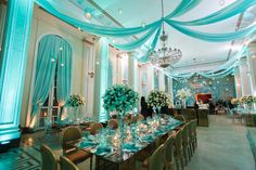 Blog da Andrea Rudge: UMA FESTA DE 15 ANOS TIFFANY `S STYLE/ the lighting really takes this design to the top.