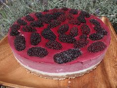 Raw Harmony: Fresh picked mullberry harvest and delicious fresh raw cheesecake Raw Cheesecake, Cheesecake Recipes, Mulberry Pie, Fruitarian Diet, Mulberry Recipes, Fruit Pie, Wild Edibles, Raw Vegan, Raw Food Recipes