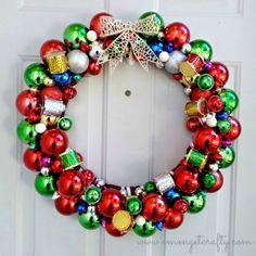 Guirlanda de bolas coloridas http://vilamulher.terra.com.br/artesanato/galeria-de-ideias/guirlandas-de-natal-criativas-17-1-7886462-279.html  #xtimas #natal #christmas