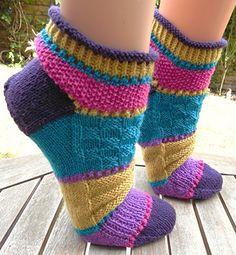 Designs by Birgit Ka Knitted Booties, Knitted Slippers, Wool Socks, Crochet Socks, Knit Or Crochet, Knitting Socks, Knitting Patterns Free, Knit Patterns, Free Knitting