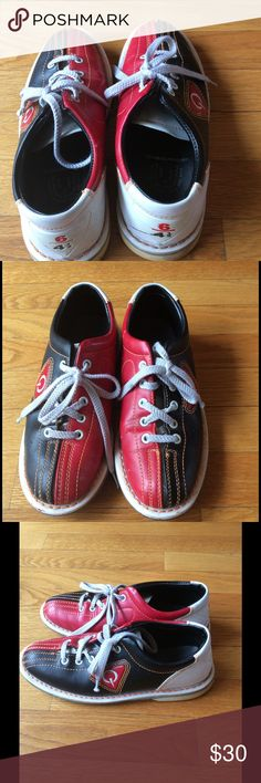 listing. Authentic Bowling shoes It SAYS Men's 4-1/2, women's 6. I always find bowling shoes to run large. I always find bowling shoes to run large. I am a 7.5 and these fit me with thin socks. Authentic, retired from the alley! Shoes