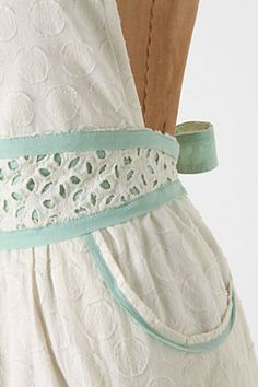 Absolutely love the lace details on this apron!