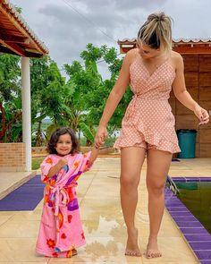 La imagen puede contener: 1 persona, de pie, niños y exterior Sexy Outfits, Chic Outfits, Sexy Dresses, Cute Dresses, Summer Wedding Outfits, Summer Outfits, Summer Dresses, Men's Fashion, Fashion Outfits