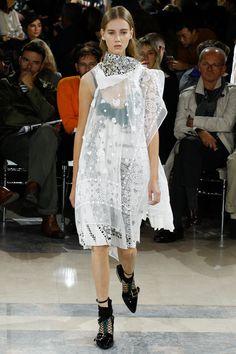 Sacai Spring 2016 Ready-to-Wear Collection Photos - Vogue Paris Fashion Week, Fashion 2017, Runway Fashion, Damir Doma, Christopher Kane, Lanvin, Christian Dior, Chloe, Lingerie