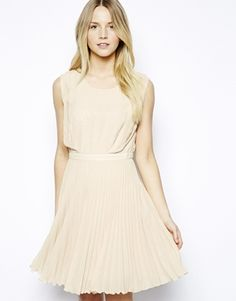 나연 - 뒤에 가리는 옷 입으면; Jovonnista Federica Short Pleated Dress