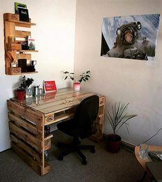tavolo in legno pallet e piano di scaffale