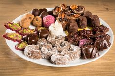 Zkuste letos cukroví v jeho zdravější podobě a s jednodušší přípravou. Raw Vegan Recipes, Dairy Free Recipes, Vegan Desserts, Baking Recipes, Snack Recipes, Czech Recipes, Christmas Sweets, Sweet And Salty, Food To Make