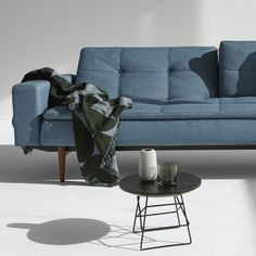GRIDS pöytä - Innovation Living - Futonnetti.fi Love Seat, Innovation, Couch, Furniture, Home Decor, Settee, Decoration Home, Sofa, Room Decor