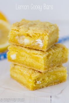 Lemon Gooey Bars Recipe Desserts with lemon cake mix, butter, eggs, sweetened condensed milk, white chocolate chips Brownie Desserts, Lemon Desserts, Köstliche Desserts, Lemon Recipes, Dessert Recipes, Yummy Treats, Sweet Treats, Yummy Food, Gooey Bars