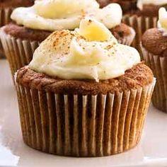 Receta de Cupcakes de Jengibre y canela. Aprende a preparar la receta básica de los Cupcakes de Jengibre y canela con frosting de jengibre paso a paso.