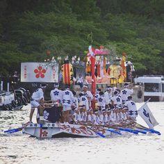 Les #Matsuri au #Japon peuvent prendre différentes formes certains proposant même des parades sur l'eau _  Plus d'infos sur les Matsuri: http://ift.tt/1LpUIpE by tunimaal #travel #japan