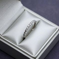 Semi alliance fine ring in white 375 9k 9 carats white solid gold set with 12 small CZ diamond effect Size 5.75